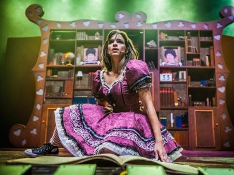 Cena de Alice - O Musical